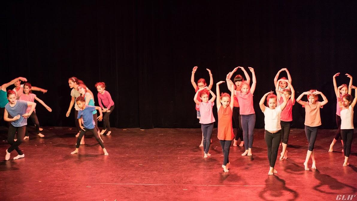 danse, afro moderne, nadège fenghom, cours de danse, cours danse africaine, spectacle