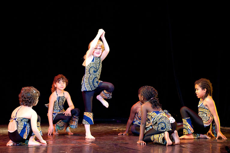 cours de danse africaine, nadege fenghom, calypso danse, centre momboye, espace oxygene, afro jazz, afro fusion